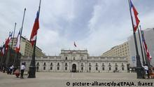09.09.2013 epa03859872 A handout image made available by the Presidency of Chile shows a general view of the Palacio de la Moneda during the ceremony to remember the 40th anniversary of the Military Coup, in Santiago de Chile, Chile, 09 September 2013. 11 September 2013 marks the 40th anniversary of Augusto Pinochet's military coup that put an end to the socialist government of Salvador Allende. EPA/ALEX IBANEZ / HANDOUT HANDOUT EDITORIAL USE ONLY/NO SALES +++(c) dpa - Bildfunk+++ |