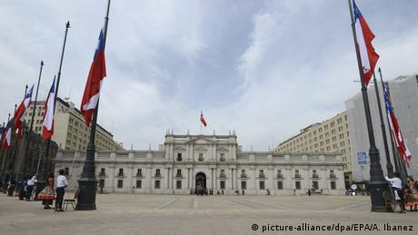 Chile Präsidentenpalast in Santiago (picture-alliance/dpa/EPA/A. Ibanez)