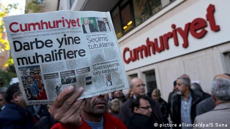 DW: Πέφτει το τελευταίο προπύργιο της ανεξάρτητης δημοσιογραφίας στην Τουρκία