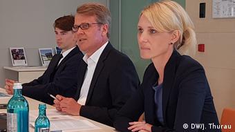 Από την παρουσίαση της έκθεσης για τον λαϊκισμό του ιδρύματος Μπέρτελσμαν. Στο κέντρο ο συντάκτης Ρόμπερτ Βέρκαμπ, δεξιά η Κριστίνα Τίλμαν