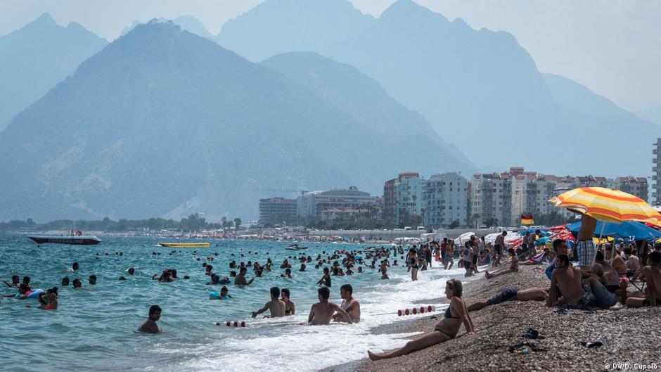 As German spat deepens, Turkey draws tourists from elsewhere   Europe   DW   24.07.2017
