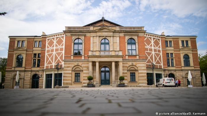 Facade of the Festspielhaus Bayreuth (picture alliance/dpa/D. Karmann)