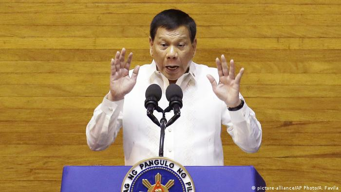Philippinen Präsident Rodrigo Duterte Rede zur Lage der Nation (picture-alliance/AP Photo/A. Favila)