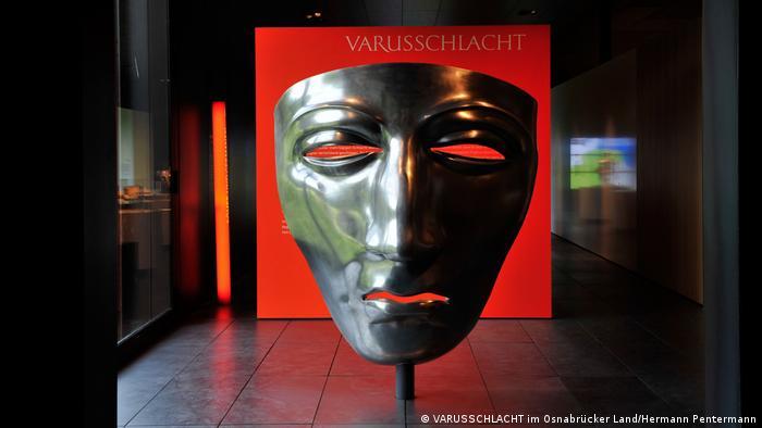 Modelo de máscara descoberta em Kalkriese, suposto palco da Batalha da Floresta de Teutoburgo