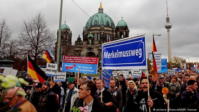 Deutschland Symbobild Populismus (picture alliance/AA/M. Kaman )