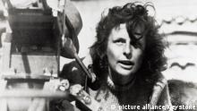 5212153 (9002126) Leni RIEFENSTAHL (deutsche Regisseurin, Schauspielerin und Fotografin) bei Dreharbeiten zu dem Film Tiefland ca. 1940. | Verwendung weltweit