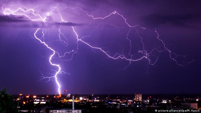 Lightning over the sky in Munich, June 26 (picture-alliance/dpa/M. Kusch)