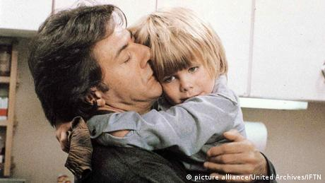 Still from 'Kramer vs. Kramer' with Dustin Hoffman and young actor Justin Henry (picture alliance/United Archives/IFTN)