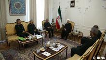 Auf dem Foto sind der iranische Präsident Hassan Rohani und die Kommandeure der iranischen Revolutionsgarde zu sehen.