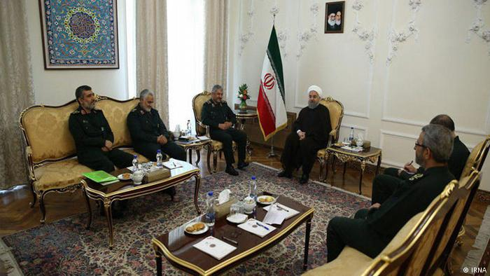 Iran - Präsident Hassan Rohani und die Kommandeure der iranischen Revolutionsgarde (IRNA)