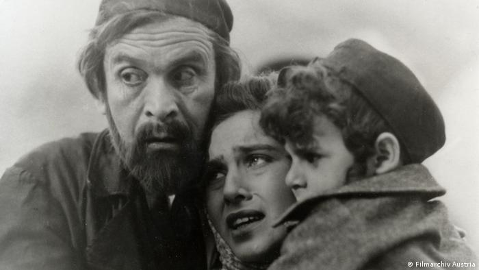 Der Prozess von G.W. Pabst - Filmszene mit Familie (Filmarchiv Austria)