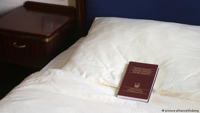 Bibel im Hotelzimmer (picture-alliance/Godong)
