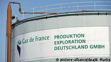 Das Logo und der Schriftzug Gaz de France an einem Gasspeicher der gleichnamigen Firma, aufgenommen am Mittwoch (21.05.2008) in Hamburg. Foto: Bodo Marks dpa/lno +++(c) dpa - Report+++ | Verwendung weltweit