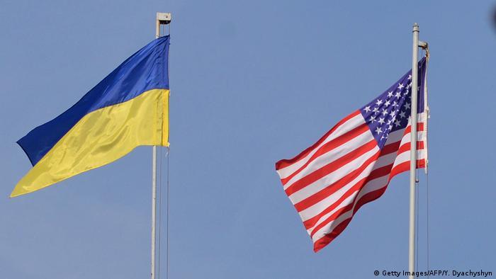 Український та американський прапори