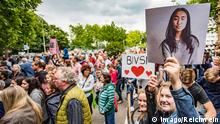 Students, teachers and families protest for Bivsi's return.