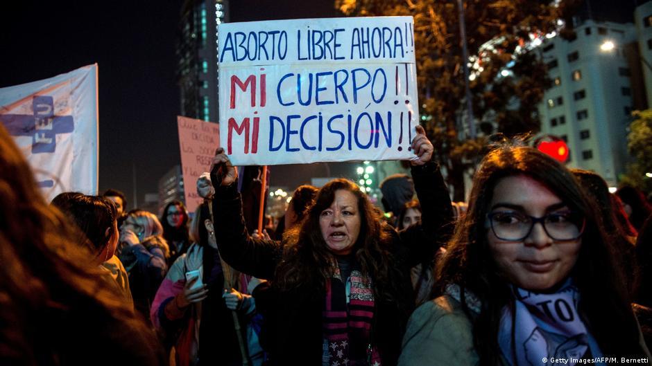 A legislação sobre aborto no mundo | DW | 16.11.2017