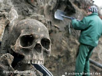 Excavation works in Malbork, Poland, on 14 January 2009 where a mass grave with the remains of some 1,800 people, thought to be former German residents of the town, has been discovered.