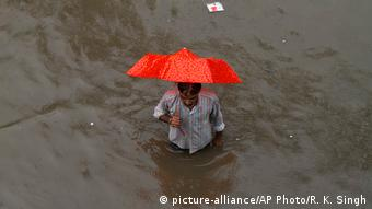 Indien Flut in Allahabad (picture-alliance/AP Photo/R. K. Singh)