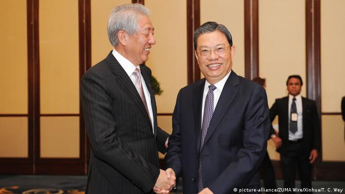Singapur Zhao Leji and Teo Chee Hean (picture-alliance/ZUMA Wire/Xinhua/T. C. Wey)