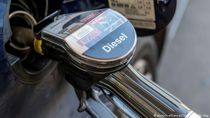 Diesel at the pumps (picture-alliance/Citypress24/H. Hay)