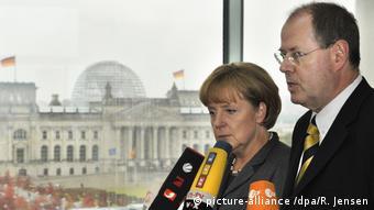 Μετά την εξαγορά της Hypo Real Estate για περίπου 50 δις, Μέρκελ και Στάινμπρικ υπόσχονταν ότι οι γερμανικές καταθέσεις είναι εγγυημένες.