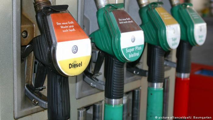 Символическая картинка: автозаправка с разными видами топлива.