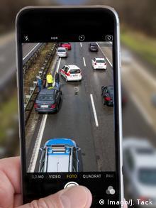 Symbolbild Autobahn Unfall Gaffer