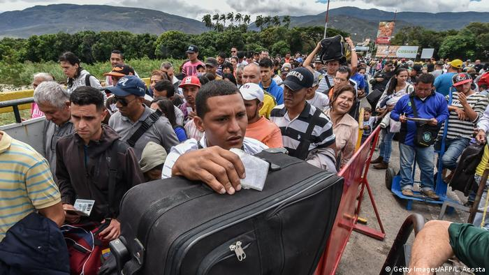 Venezuela Kolumbien Migration (Getty Images/AFP/L. Acosta)