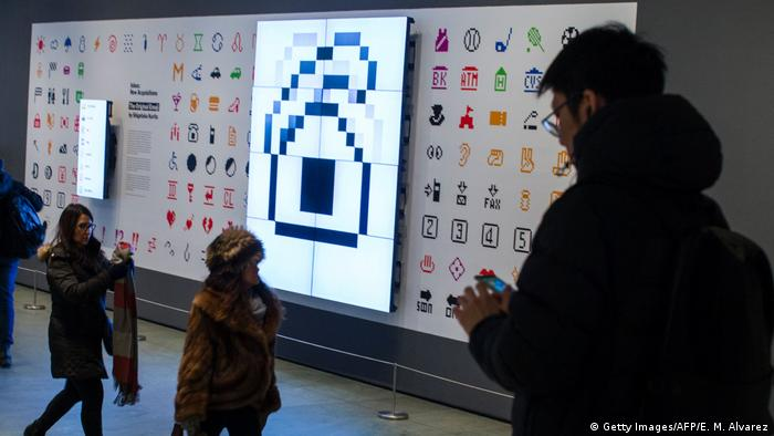 Ein Emoji Set von Shigetaka Kurita im MoMA New York. (Foto: Getty Images/AFP/E. M. Alvarez)