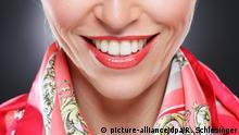 Luxus - Frau mit rotem Lippenstift (model released)   Verwendung weltweit