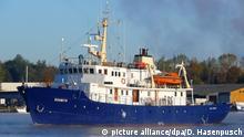 ARCHIV - Die «Suunta» schwimmt am 27.10.2012 im Hafen von Kiel (Schleswig-Holstein). Die Suunta trägt seit Februar 2017 den Namen «C Star» und fährt unter mongolischer Flagge. Mit dem Schiff will ein Dutzend junger Rechtsextremer vor der Küste Libyens Flüchtlinge, die sich auf das Meer hinausgetraut haben, zurück in das Bürgerkriegsland bringen. (zu dpa Ein Schiff, ein Ziel: Wie Rechtsextreme «Europa verteidigen» wollen vom 25.07.2017) Foto: Dietmar Hasenpusch/dpa +++(c) dpa - Bildfunk+++   Verwendung weltweit