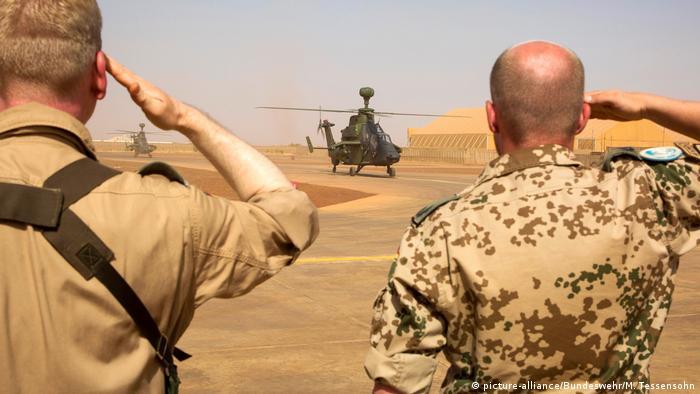 Mali - Kampfhubschrauber Tiger in Gao (picture-alliance/Bundeswehr/M. Tessensohn)