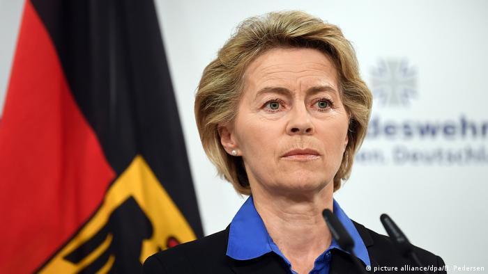 Bundesverteidigungsministerin Ursula von der Leyen zu Hubschrauberabsturz in Mali (picture alliance/dpa/B. Pedersen)