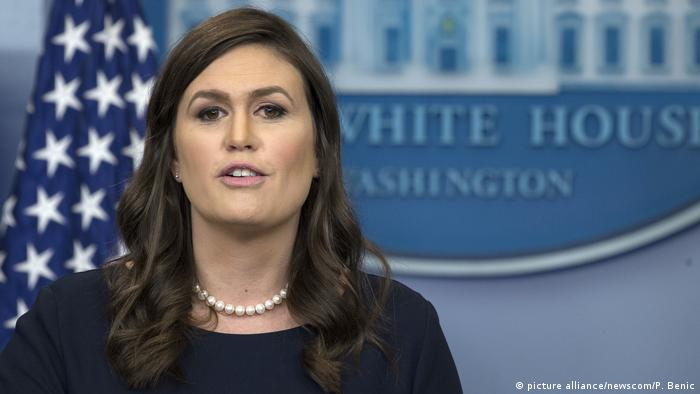 USA Pressesprecherin Sanders Makes (picture alliance/newscom/P. Benic)