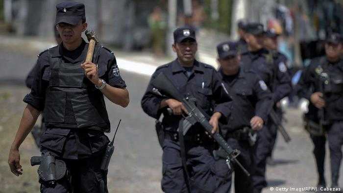 Symbolbild - El Salvador - Razzia (Getty Imags/AFP/J. Cabezas)