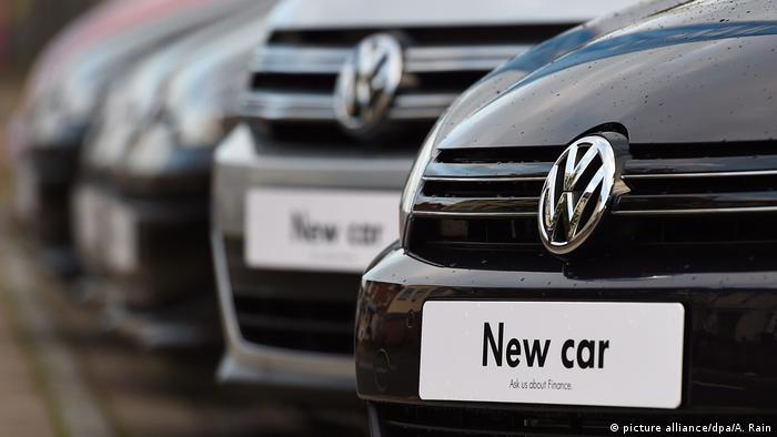 VW Volkswagen - Neuwagen (picture alliance dpa A. Rain). Німецькі концерни  Volkswagen та Adidas відкинули претензії до роботи ... 29a14bb7f6ce3