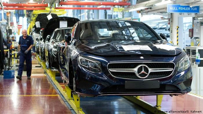 Mercedes Benz cars on the assembly line in Sindelfingen