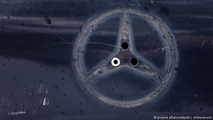 Daimler AG - Mercedes Benz - Abdruck eines Mercedes-Sterns