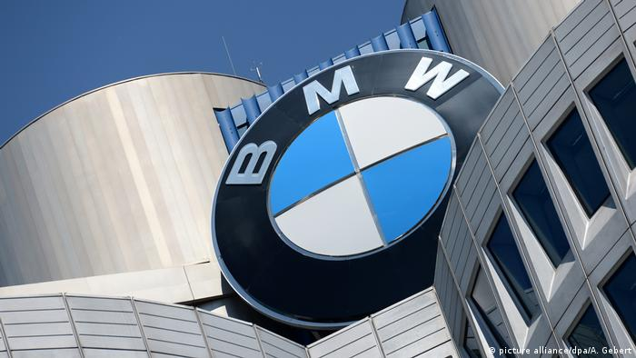 BMW - Logo an Firmenzentrale in München (picture alliance/dpa/A. Gebert)