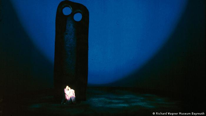 A scene from Wieland Wagner's staging of Tristan and Isolde in 1962 (Richard Wagner Museum Bayreuth)