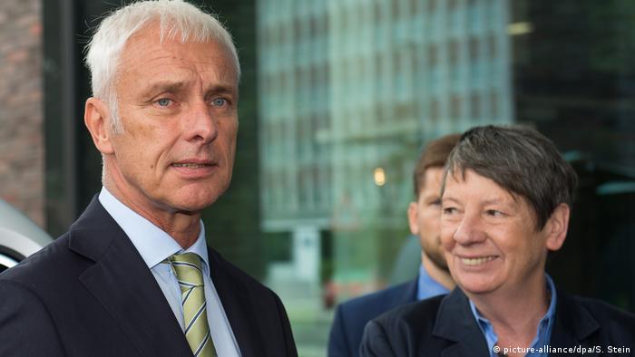 Глава концерна Volkswagen Матиас Мюллер и министр охраны окружающей среды Барбара Хендрикс