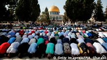 27.07.2017 Palestinian Muslims bow in prayer inside the Haram al-Sharif compound, known to Jews as the Temple Mount, in the old city of Jerusalem on July 27, 2017, with the Dome of the Rock seen in the background. Palestinians ended a boycott and entered the sensitive Jerusalem holy site, which includes the Al-Aqsa mosque and the Dome of the Rock, for the first time in two weeks on July 27, 2017 after Israel removed controversial security measures there, potentially ending a crisis that sparked deadly unrest. / AFP PHOTO / AHMAD GHARABLI (Photo credit should read AHMAD GHARABLI/AFP/Getty Images)