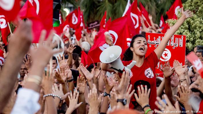 Tunesien Frauen protestieren gegen die Regierung in Tunis