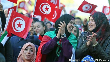 Frauen in Tunesien (picture-alliance/dpa/M. Messara)