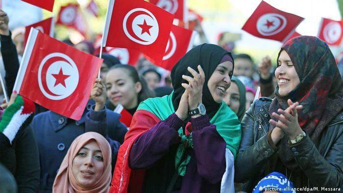 Women in Tunisia (picture-alliance/dpa/M. Messara)