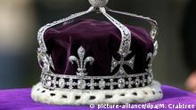 FILE - The coronation crown of the Queen Mother sits on top of her coffin during the ceremonial procession through London's Whitehall, Friday 05 April 2002. Photo: Michael Crabtree/dpa (zu dpa «Wem gehört der Diamant? Südasiaten wollen britisches Kronjuwel» vom 11.02.2016) +++(c) dpa - Bildfunk+++ | Verwendung weltweit