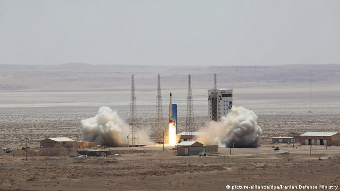 Iran Start der Satellitenträgerrakete Typ Simorgh (picture-alliance/dpa/Iranian Defense Ministry) 27.07.2017