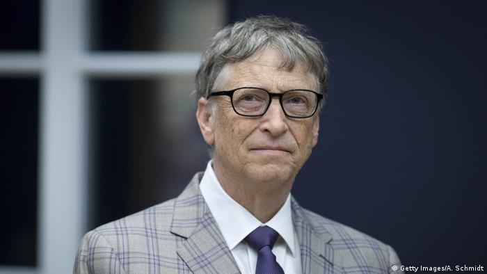 ABD'nin Arizona Çölü'nde kurulması planlanan akılllı kent projesi Belmont Smart City'nin ardında Microsoft'un kurucusu Bill Gates var. Phoenix'e 70 kilometre uzaklıkta kurulacak akıllı kent 200 bin kişi kapasiteli. Amaç kentte akıllı-ev, akıllı-iş yeri ve akıllı-kent projelerini test etmek. Proje henüz başlangıç aşamasında.