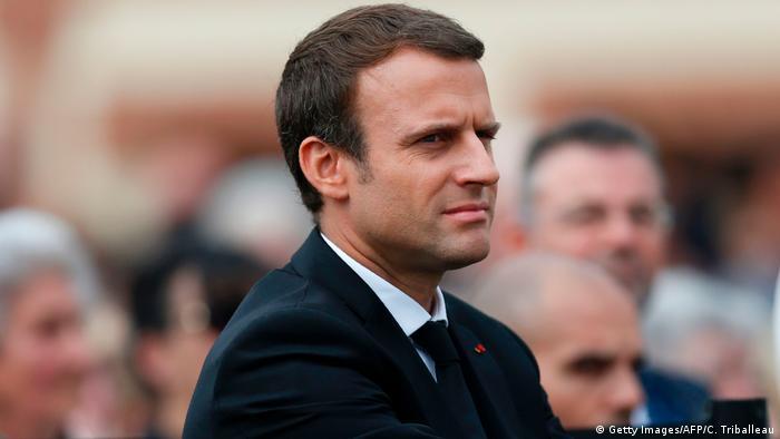 Frankreich | Emmanuel Macron bei Gedenkfeier des 2016 in der Normandie von Dschihadisten ermordeten Priesters Jacques Hamel (Getty Images/AFP/C. Triballeau)