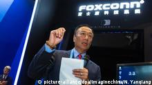 --FILE--Terry Gou, Chairman of Hon Hai Precision Industry Co., Ltd. and Chairman of Foxconn Technology Group, speaks at the stand of Foxconn during the 3rd World Internet Conference (WIC), also known as Wuzhen Summit, in Wuzhen town, Jiaxing city, east China's Zhejiang province, 17 November 2016. Foxconn Technology Group, which assembles Apple's iconic iPhones, is to open an electronics factory with an investment of $10 billion in the U.S. state of Wisconsin, Terry Gou, chairman of Foxconn, announced at a press conference held in the White House on July 26, China News reported. U.S. President Donald Trump expressed his gratitude at the press conference, saying that the investment means a lot to the U.S. manufacturing industry. According to Fox News, Gou planned to invest at least $7 billion in the U.S. and to create nearly 5,000 job opportunities soon after Donald Trump's election as the U.S. president. If the investment plan is achieved, it will be a great action in reviving the U.S. manufacturing industry. Foxconn°Øs chairman called the project, which should be complete in 2020, a win-win strategy. Foto: Ni Yanqiang/Imaginechina/dpa |